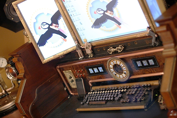 The Desktop Included An IPhone Doc And A Document Scanner Hidden Under A  Leather Lined Panel Beneath The Keyboard.