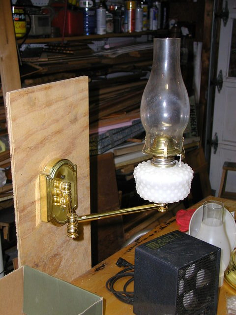 Swing-arm kerosene wal lamp, oil lamp